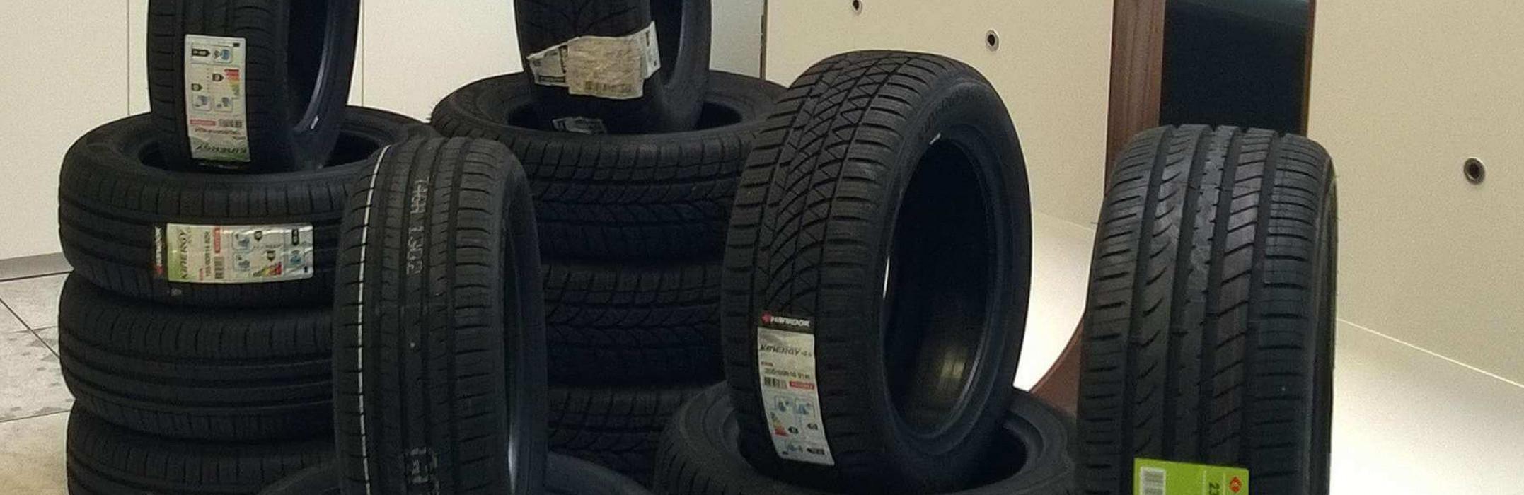 """Reifenwechsel - Mit dem professionellen Reifenservice von Autos am Posthorn sichern Sie sich die Qualität Ihrer Reifen."""" data-caption=""""Reifenwechsel und die professionelle Reifeneinlagerung bei Autos am Posthorn"""
