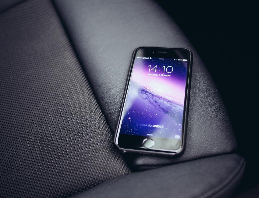 Freisprechanlage im Auto zum sicheren telefonieren