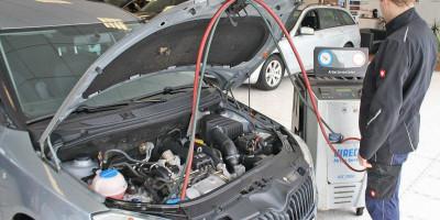 Der Klimaservice wird in der Kfz Werkstatt von Autos am Posthorn vorgenommen