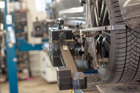 Kfz-Werkstatt von Autos am Posthorn in Halle (Saale).